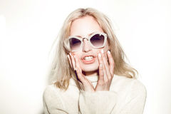 Ritratto della donna di modo Capelli del HIPPI degli occhiali da sole Immagine Stock Libera da Diritti