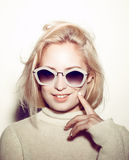 Ritratto della donna di modo Capelli del HIPPI degli occhiali da sole Fotografia Stock