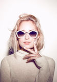 Ritratto della donna di modo Capelli di hippy degli occhiali da sole Fotografia Stock Libera da Diritti