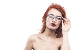 Ritratto della donna di vetro di occhiali isolato su bianco Fotografie Stock Libere da Diritti