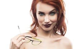 Ritratto della donna di vetro di occhiali isolato su bianco Fram dello spettacolo Immagine Stock Libera da Diritti