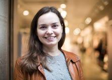 Ritratto della donna felice in deposito Immagine Stock