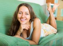 Ritratto della donna felice nel paese fotografia stock libera da diritti