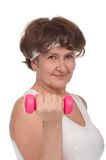 Ritratto della donna maggiore con i dumbells Immagini Stock Libere da Diritti