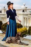 Ritratto della donna romantica in vestito d'annata immagine stock
