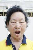 Ritratto della donna senior asiatica di emozione con l'espressione di sbadiglio fotografia stock libera da diritti