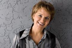 Ritratto della donna sorridente Fotografie Stock Libere da Diritti
