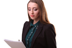Ritratto della donna sorridente di affari con carta in bianco, isolato sopra Fotografia Stock Libera da Diritti