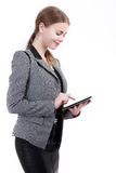 Ritratto della donna sorridente di affari con la cartella di carta, isolato Fotografia Stock
