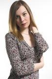 Ritratto della donna su una priorità bassa bianca Fotografia Stock