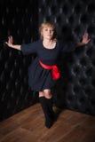 Ritratto della donna in un vestito nero Immagini Stock