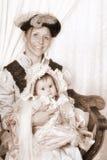 Ritratto della famiglia del Victorian con la madre ed il bambino Fotografia Stock