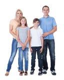 Ritratto della famiglia felice su priorità bassa bianca immagini stock