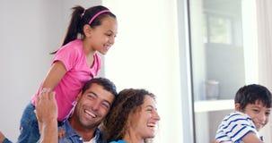 Ritratto della famiglia sorridente video d archivio