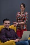Ritratto della gente di affari del gruppo nell'interno moderno dell'ufficio Immagine Stock
