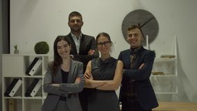 Ritratto della gente di affari sorridente all'ufficio