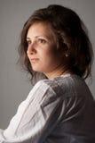 Ritratto della giovane donna in camicia bianca Fotografia Stock Libera da Diritti