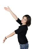 Ritratto della giovane donna che mostra il vostro prodotto Fotografie Stock Libere da Diritti