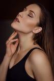 Ritratto della giovane donna con capelli bagnati Fotografia Stock Libera da Diritti