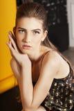 Ritratto della giovane donna con capelli lunghi Fotografia Stock