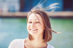Ritratto della giovane donna con capelli sudici Immagine Stock