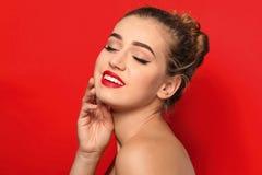 Ritratto della giovane donna con le belle sopracciglia immagine stock libera da diritti