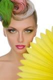 Ritratto della giovane donna con trucco luminoso Fotografie Stock