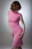 Ritratto della giovane donna sexy in vestito rosa Fotografia Stock