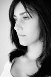 Ritratto della giovane donna triste in bianco e nero fotografia stock libera da diritti