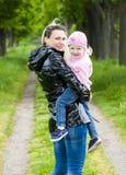 Ritratto della madre con la sua piccola figlia Fotografia Stock