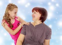 Ritratto della madre e di piccola figlia 7 anni Immagini Stock