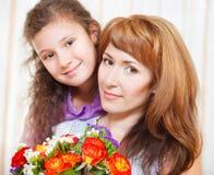 Ritratto della madre felice e della sua piccola figlia Fotografia Stock