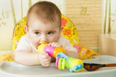 Ritratto della neonata con un giocattolo Immagine Stock
