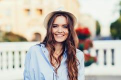 Ritratto della ragazza abbastanza d'avanguardia dei giovani Immagini Stock Libere da Diritti