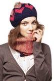 Ritratto della ragazza in berretto e sciarpa Fotografia Stock