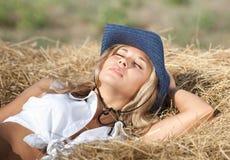 Ritratto della ragazza bionda in cappello Fotografia Stock