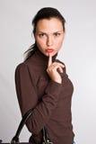 Ritratto della ragazza charming con capelli scuri sulla a Immagini Stock