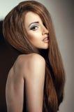 Ritratto della ragazza con capelli giusti lunghi Fotografie Stock Libere da Diritti