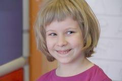 Ritratto della ragazza con gli occhi azzurri Immagini Stock Libere da Diritti