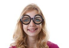 Ritratto della ragazza con i glases divertenti Fotografie Stock