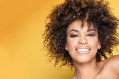 Ritratto della ragazza con l'acconciatura di afro Immagine Stock Libera da Diritti