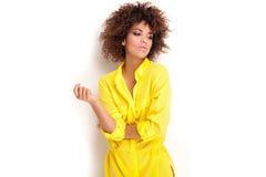 Ritratto della ragazza con l'afro Fotografie Stock Libere da Diritti