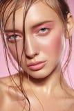 Ritratto della ragazza con trucco rosa luminoso Fotografia Stock Libera da Diritti