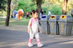 Ritratto della ragazza del bambino del bambino al parco Bangkok Tailandia di Wachirabenchatat fotografia stock