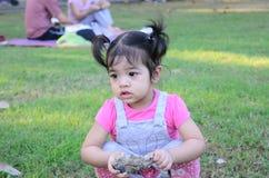 Ritratto della ragazza del bambino del bambino al parco Bangkok Tailandia di Wachirabenchatat immagine stock