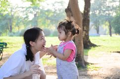 Ritratto della ragazza del bambino del bambino al parco Bangkok Tailandia di Wachirabenchatat fotografia stock libera da diritti