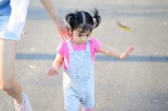 Ritratto della ragazza del bambino del bambino al parco Bangkok Tailandia di Wachirabenchatat immagine stock libera da diritti