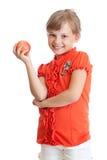Ritratto della ragazza del banco che mangia mela rossa isolata Fotografia Stock