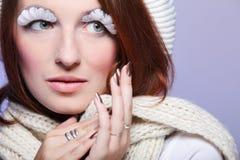 Ritratto della ragazza della donna di inverno con i eye-lashes bianchi Fotografia Stock