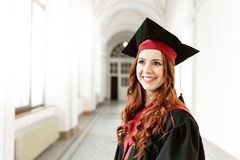 Ritratto della ragazza dello studente di laurea dell'università Immagine Stock